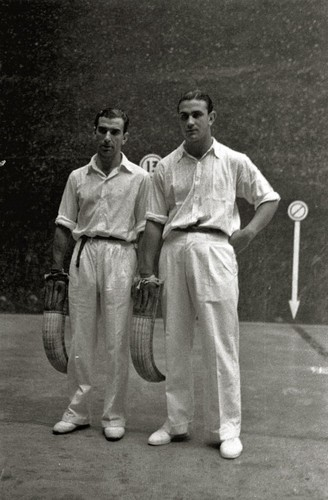 Abrego and Salsamendi at the 1944 championship. Two historic figures in this modality of Basque pelota.